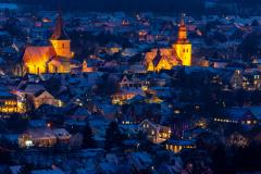 Die beiden Meller Kirchen im Schnee, fotografiert von der Ottoshöhe