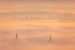 Die beiden Meller Kirchen in den Wolken